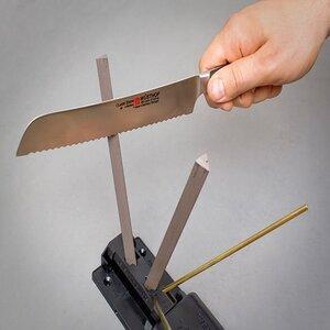 sharpen a serrated knife by Spyderco Sharpmaker#