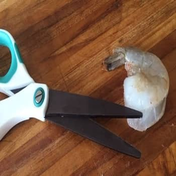 how to devein shrimp with scissors