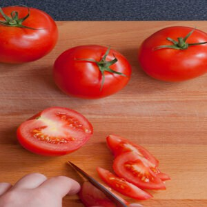cut a tomato into wedges