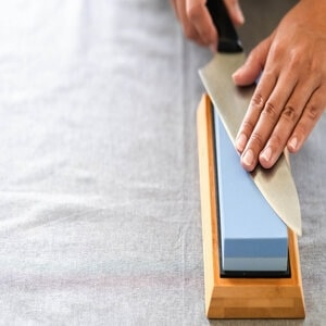 How to clean sharpening stones