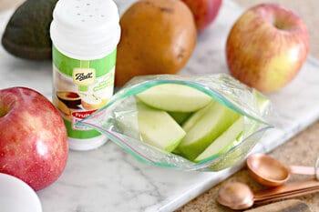 Using fruit-fresh to prevent apple oxidation