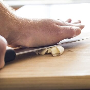 peeling garlic using crushing method